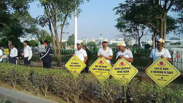 traffic police awareness campaigh at raahgiri connaught place