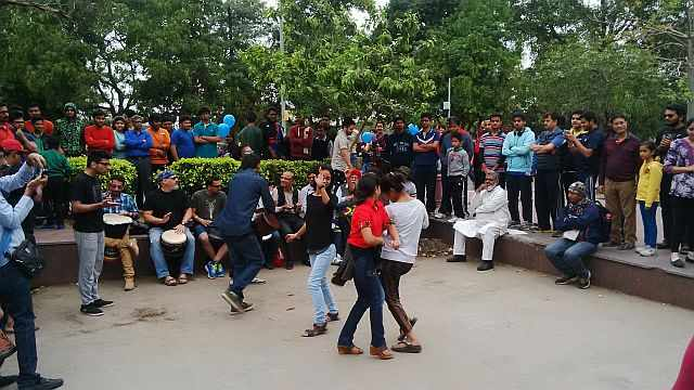 dancing at raahgiri day connaught place